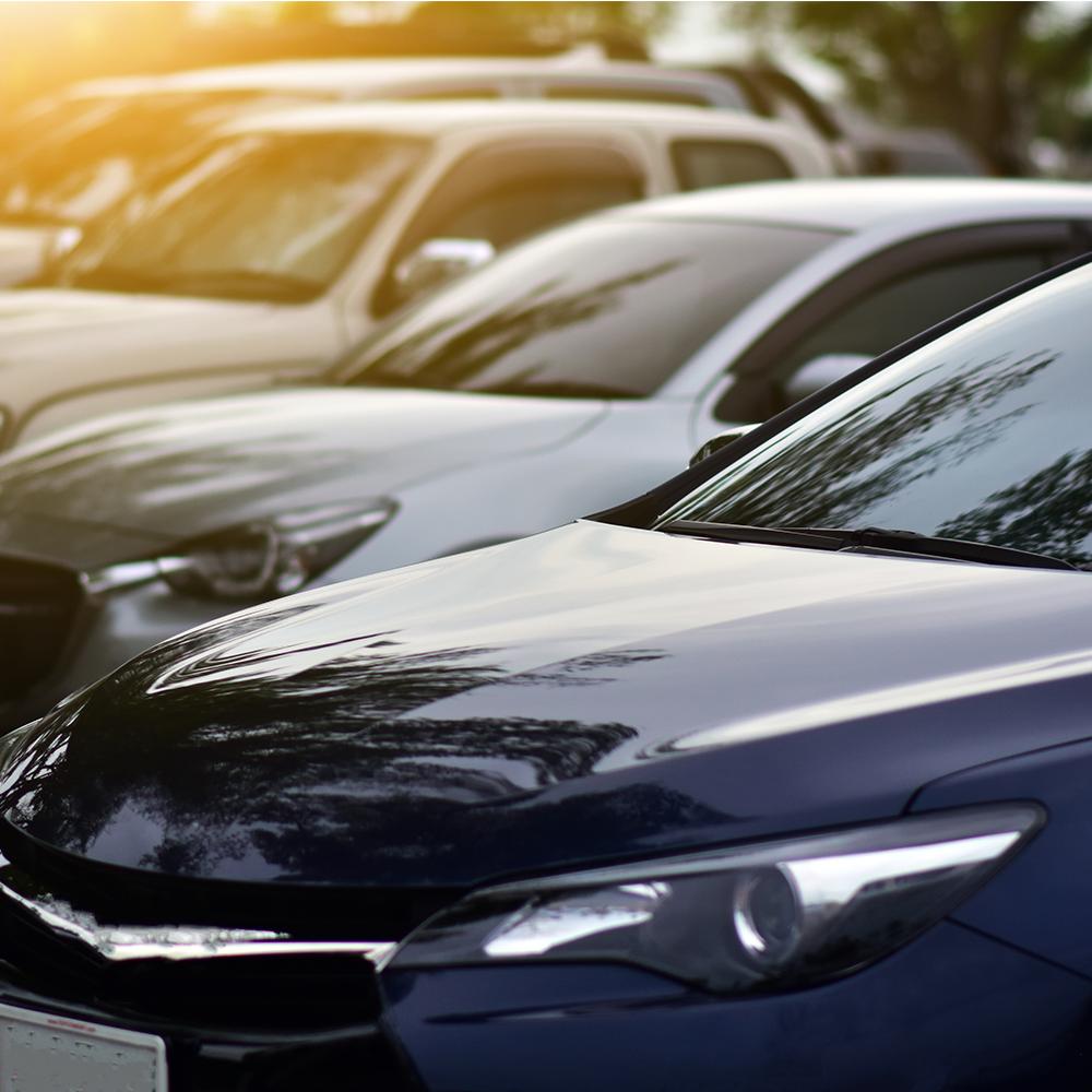carros-em-estacionament-simbolizando-o-pagamento-de-ipva